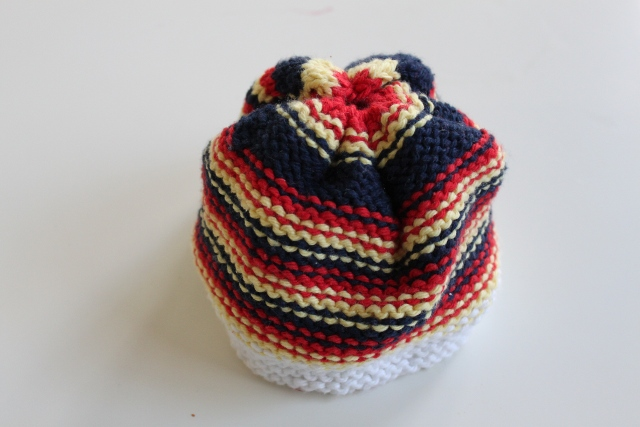 The Yarn Dregs: Baby Hat and Flowers