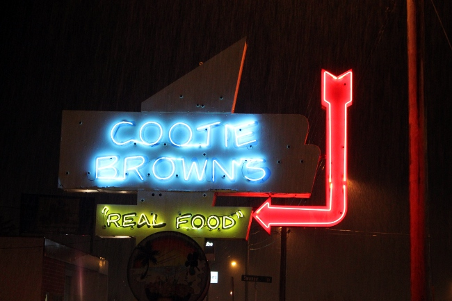 2013-12-31-johnsoncity-cootiebrowns-sign
