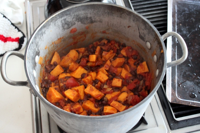 """A bit pot of """"Imperious Chili,"""" this time the vegan version without the turkey."""