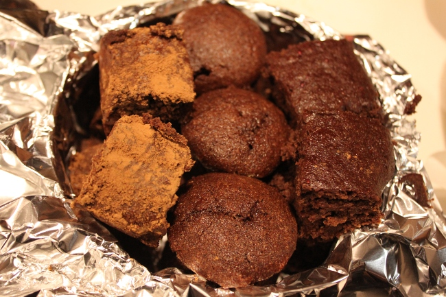 The three variations: Power brownies (dusted in cocoa powder to tell them apart), chocolate almond butter cupcakes and the regular brownies.