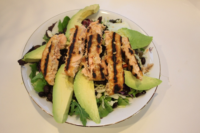 Fasting salad: salmon, avocado and black bean.