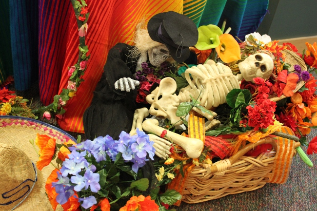 More skeletons with flowers.